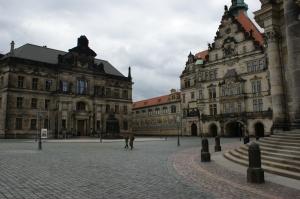Auch der Schlossplatz ist verwaist.