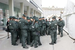 Über 4000 Polizisten aus ganz Deutschland sind jetzt Tag und Nacht in Dresden im Obama-Einsatz.