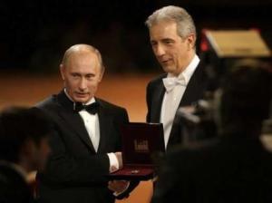 Putin erhält 2009 den Orden von MP Tillich.