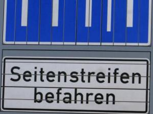 """""""Königsautobahn"""": Alle Spuren und Seitenstreifen sind für Autos befahrbar."""