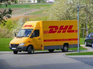 """Schießt im """"Pakettest"""" den Vogel ab: DHL. Foto: Wikipedia"""